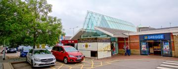 Hotels near Reading Services M4