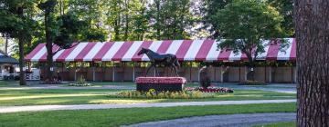 Hotels near Saratoga Racetrack