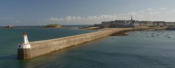 Hotels near Ferry Terminal du Naye