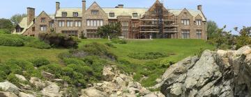 Hotels near Newport Mansions