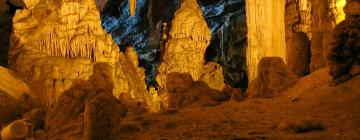 Hotelek a Frasassi barlang közelében