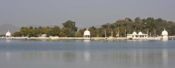 Hotels near Fateh Sagar Lake