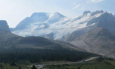 Hotels near Columbia Icefield