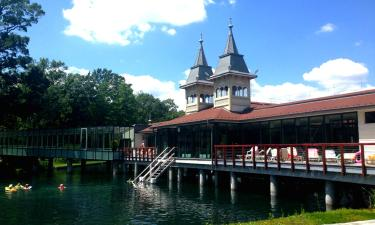 Hotelek a Hévízi-tó közelében