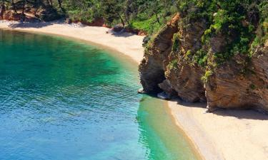Hotels near Mogren Beach