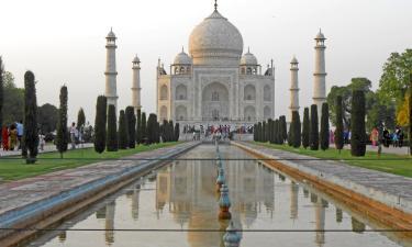 Hotels near Taj Mahal