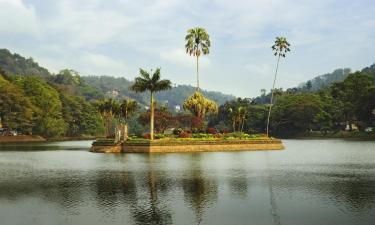 Hotels near Kandy Lake