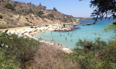 Konnos Plajı yakınındaki oteller