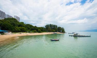Strand Batu Burok: Hotels in der Nähe