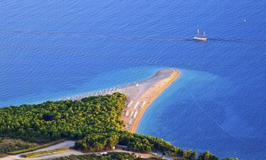 Pláž Zlatý roh – hotely poblíž
