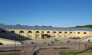 Viesnīcas netālu no apskates objekta Marka Rotko mākslas centrs