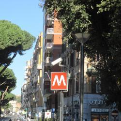 Estación de metro Re di Roma