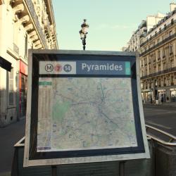 Métro Pyramides