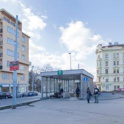 Jiřího z Poděbrad stanice metra