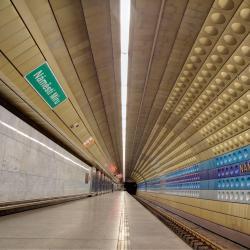 Estación de metro Namesti Miru