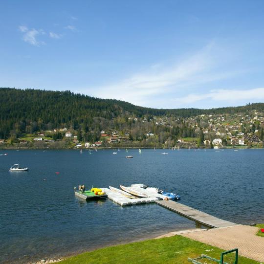 ジェラールメ湖とクソンリュプト・ロンジュメール湖でウォータースポーツ