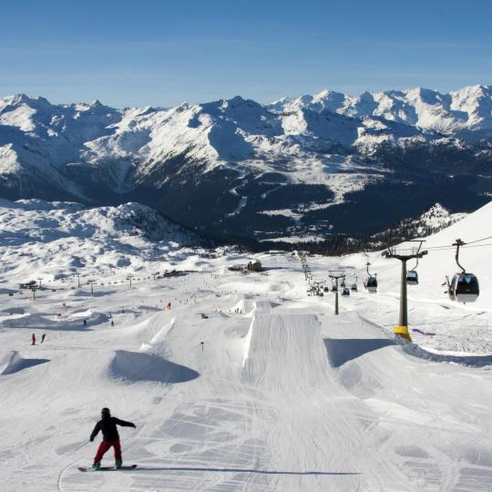 Snowboard dans les magnifiques Dolomites