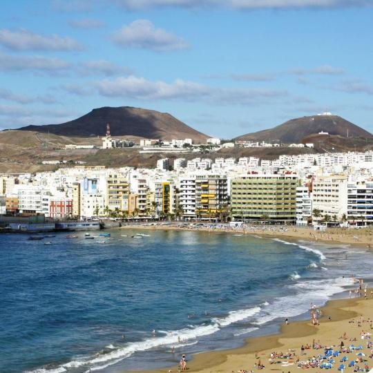 Las Canteras beach and beachfront promenade