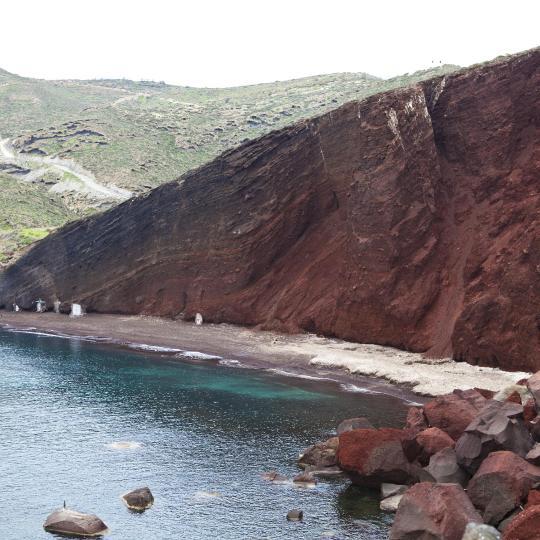 Playa Roja de Santorini