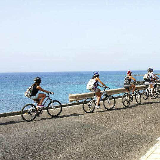Excursiones y ciclismo por la costa de Lanzarote