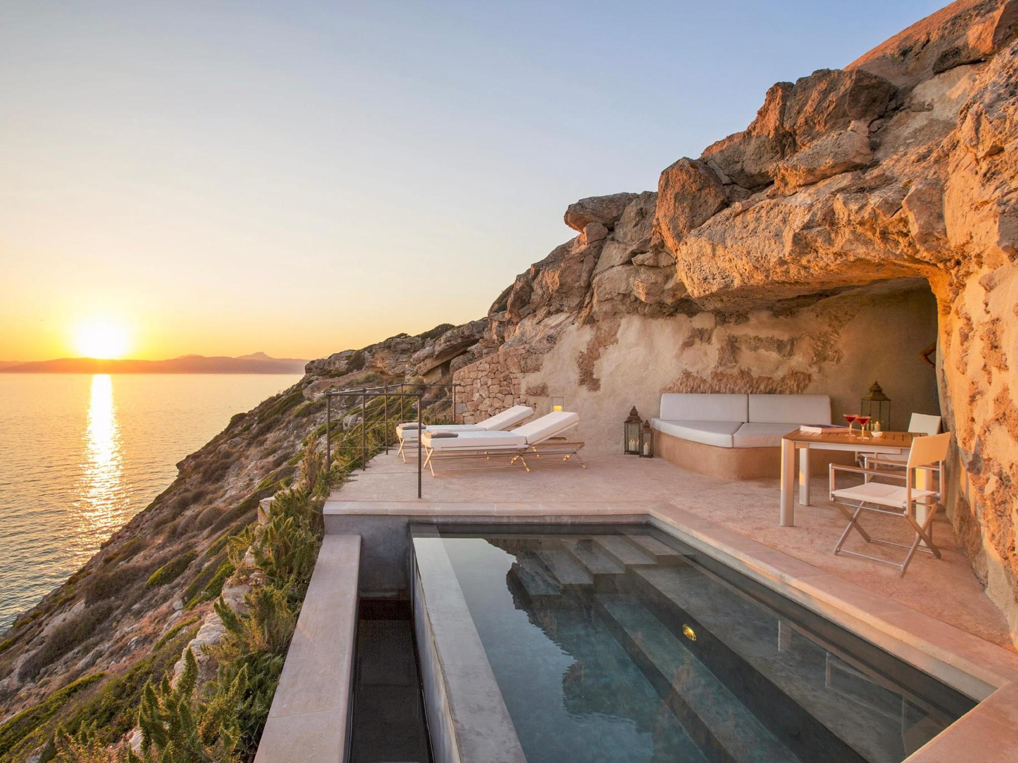 6 Spectacular Rooms With A Private Pool Booking Com