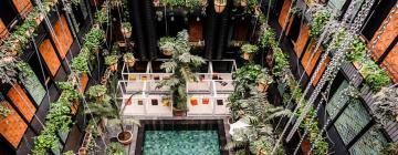 All hotels with pools