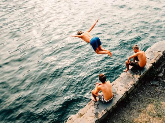 Os 7 melhores locais para nadar na natureza