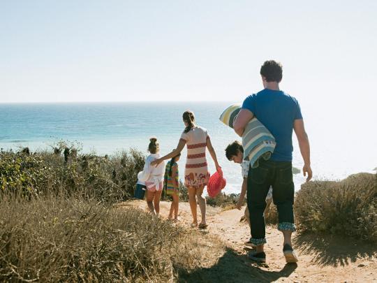 Sköna strandsemestrar för barnfamiljer
