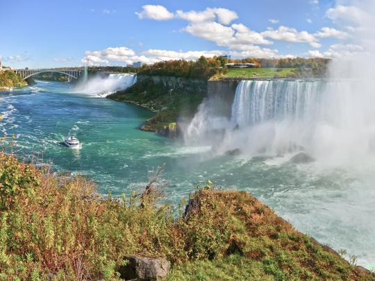 7 boenden med vattenfall runt knuten
