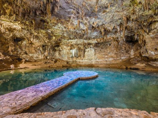 9 naturliga, underjordiska pooler