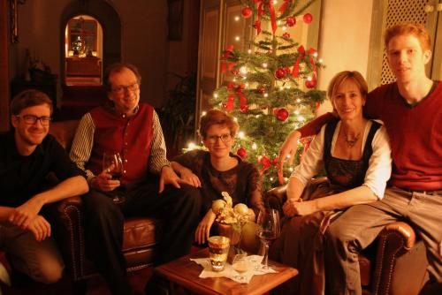 Die Besitzer Othmar und Caroline Kössler mit ihren drei Kindern Clemens, Anna-Sophia und Benedikt