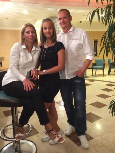 Csabai András, Mónika, Amanda