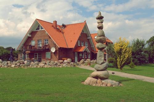 Unser Haus mit Steinwächter