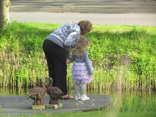 Alice Dijkstra, eigenares B&B met haar kleindochter