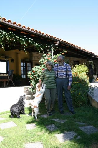 Teresa Simoes e Pedro Homenio  o John e a Bekas