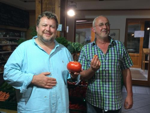 Harald (große Tomate) & Johannes (kleine Tomate)