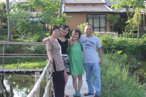 Thai, Tam, Hai, Mai, Hang (right to left)