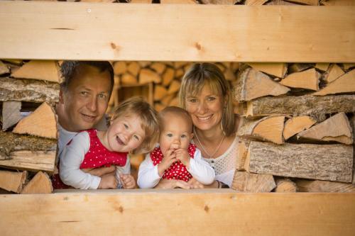 Sarah und Knut mit Joya und Enya Kursawe