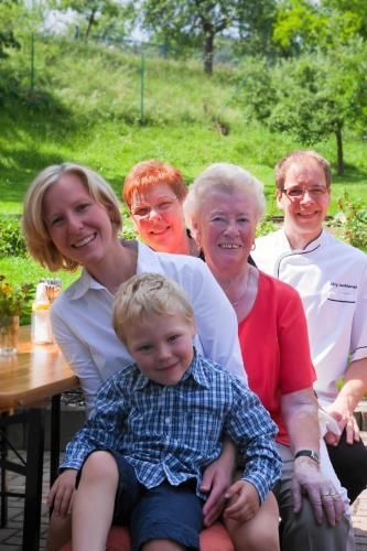 Familie Luckhardt und Oma's
