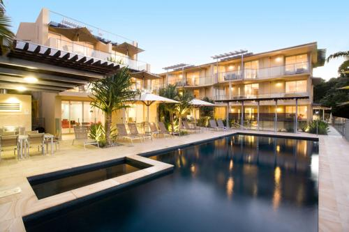 Maison Noosa - Absolute Beachfront Resort