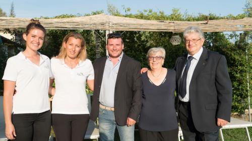 Famiglia Lorenzini e staff.
