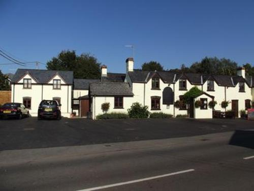 The Holiday Lets and Pub