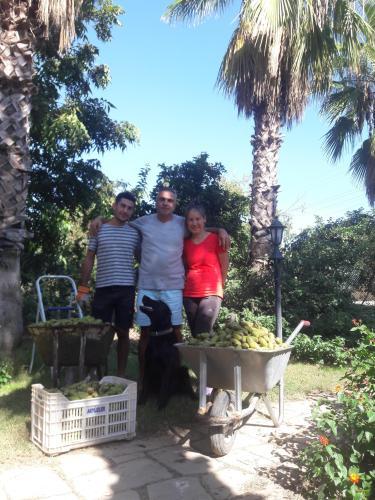 Sinan Özen & Family