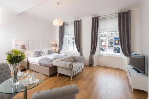 Edinburgh Castle Apartments & Suites