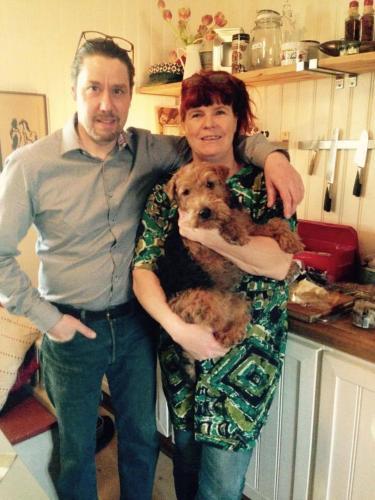 Hakan och Kerstin Collin med hunden Ella