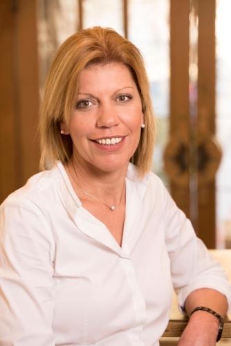Frau Tanja Stelzle