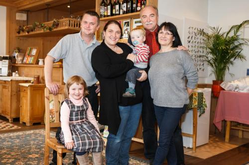 Familie Ashworth-Opitz im Frühstücksraum