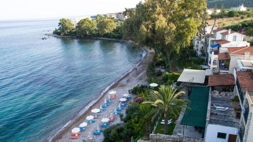 GREKIS BEACH HOTEL & APARTMENTS