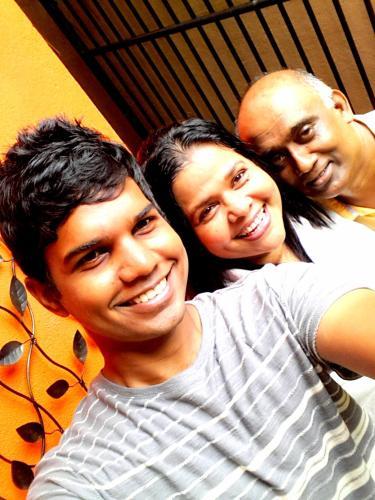 Suresh - Kala - pahan - family