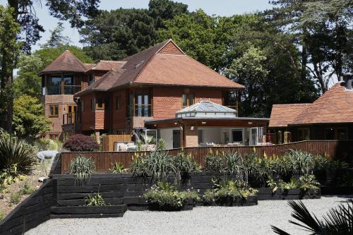 HAMBLE RETREAT HOUSE AND SELF CONTAINED LODGE AND STUDIOS